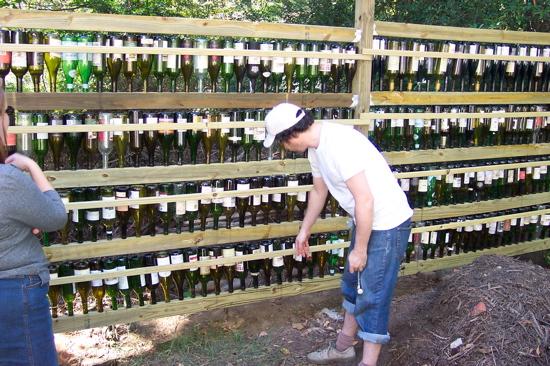 wine_bottle_fence.JPG